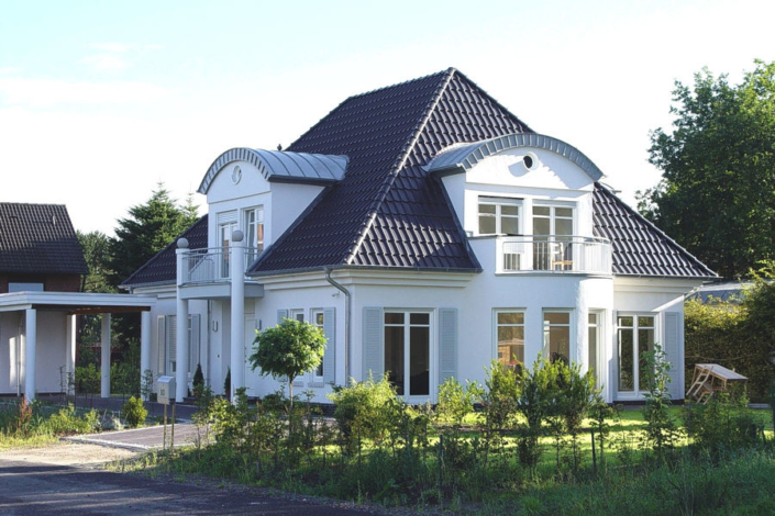 Eine Massiv gebaute Villa von ARGE-HAUS.