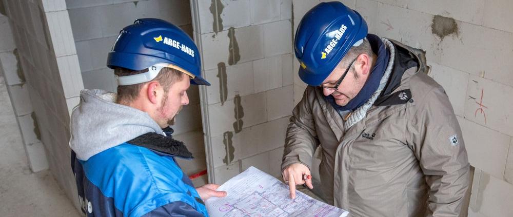 Für unsere Standorte in den Regionen Mecklenburg-Vorpommern und Berlin-Brandenburg suchen wir jeweils eine/einen Bauleiter/ -in in Vollzeit.