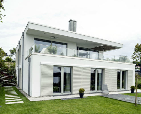 Mit diesem kubisch gestalteten Haus hat sich eine vierköpfige Familie für ein Anwesen in traumhafter Lage auf der Insel Rügen entschieden.