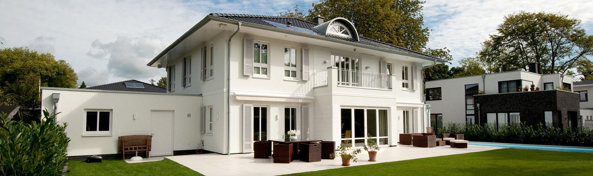 Hausbau seit 1982. Massiv gebaut in erstklassiger Hausbau Qualität.